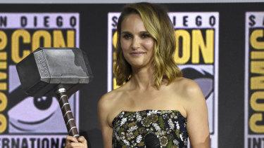 Natalie Portman holds Thor's hammer,  Mjolnir, at Comic-Con.