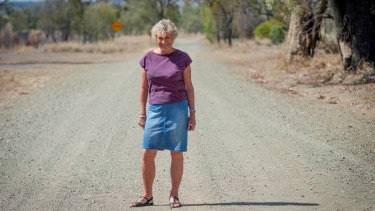 Host Heather Ewart on the back roads of Biloela.
