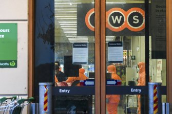 Workers prepare to deep clean a Woolworths in Epping Plaza that has been listed as a tier 1 COVID-19 exposure site on Tuesday.