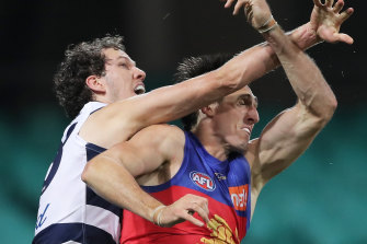 Darcy Fort (left) tussles with Oscar McInerney.