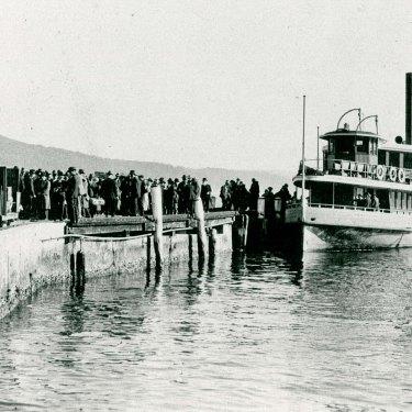 Passengers arrive on the Kookaburra in 1918.