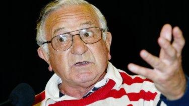 John Bluthal speaking at Gosford Leagues Club, 2003.