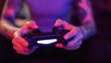 The average daily play time for men and women in Australia is more than one hour.