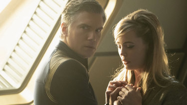 Captain Pike (Anson Mount) and Vina (Melissa George) are reunited in Star Trek: Discovery.