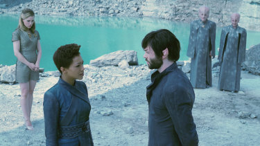 Michael (Sonequa Martin-Green) and Spock (Ethan Peck) are reunited, as Vina (Melissa George) looks on.