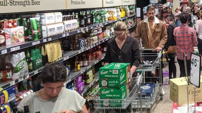 Bottle shop bedlam: Melbourne stocks up on booze