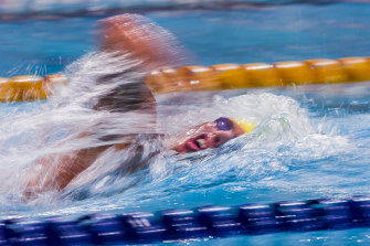 I wanted to try a speed blur of Grant Hackett. It was in the second half of the race and the image worked well, showing the pace Hackett was setting in his swim.