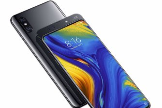 The selfie cam on the Mi Mix 3 is hidden behind a magnetic sliding body.