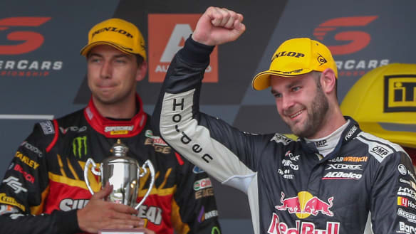 Van Gisbergen hunts and humiliates fellow Kiwi at Pukekohe