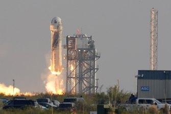 Blue Origin's New Shepard rocket launches at Van Horn, Texas.