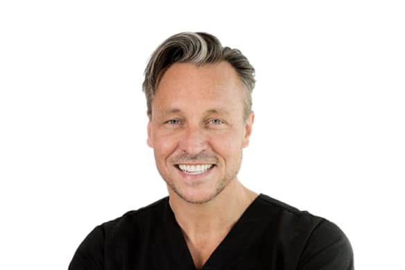Eastern suburbs celebrity cosmetic surgeon suspended by regulator