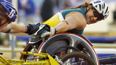 Louise Sauvage receives the  congratulations of Jean Driscoll of the United States after winning the 1500-metre final of the Sydney Paralympic Games.