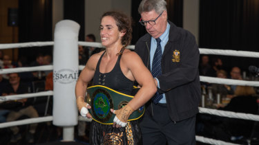 Bianca Elmir claimed the ANBF Australian featherweight championship with a win over Reanne Ware.