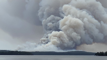'Remain vigilant': Out of control fire burns through South Coast national park