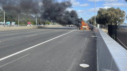 Ute fire reduces Kwinana Freeway northbound to single lane as Easter holidaymakers return home