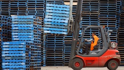 'Pallet-gate': Coles boss warns of further supply chain woes in lead up to Christmas