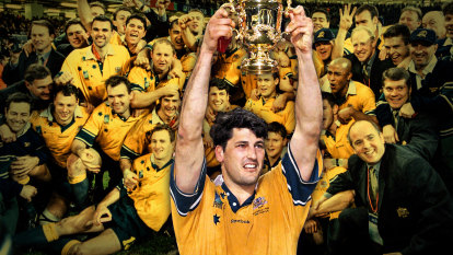 'We don't want yellow': Greats to decide colour of Wallabies jersey