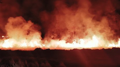Bushfires could burn for weeks despite worst conditions passing