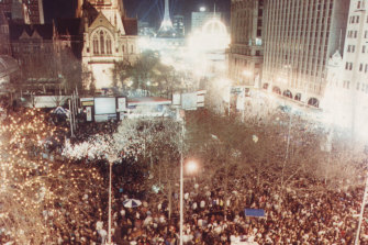Crowds wait for the announcement on who will host the 1996 Games in City Square, Melbourne.