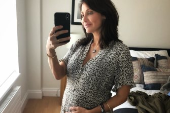 Natalie Imbruglia has announced she is pregnant with her first child.