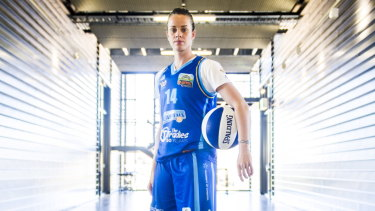 Kristen Veal has been awarded WNBL life membership.