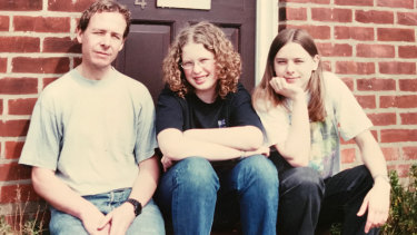 Lisa Harvey-Smith with her father Dave and sister Cassie at home in Wethersfield, Essex, in 2000.