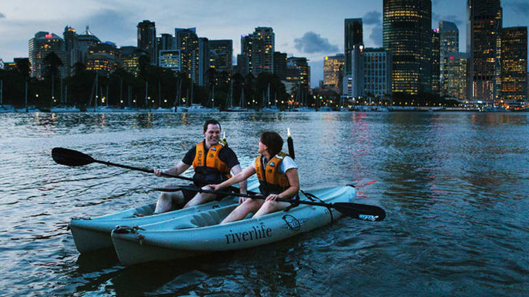 This Valentine's Day why not experience something different and take to the water with Riverlife's night kayak along the beautifully illuminated Brisbane river.