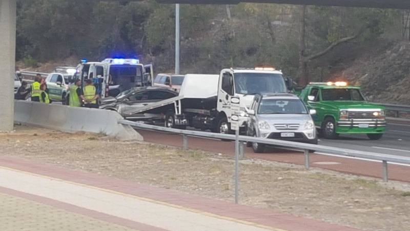 Mitchell Freeway north backed up for seven kilometres after crash in
