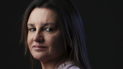 Jacqui Lambie calls for emergency services conscripts to combat climate change