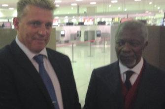 Glenn Tibbitts with former United Nations secretary general Kofi Annan in 2016.