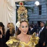 Sarah Jessica Parker's Dolce & Gabbana headpiece included a nativity scene.