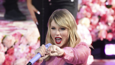 Fans were set to flock to the Melbourne Cup to see Taylor Swift perform.