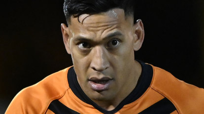Liberal MPs want 'Folau's law' removed from Religious Discrimination Bill