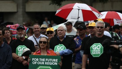 Clive Palmer's Galilee coal mine faces further delay