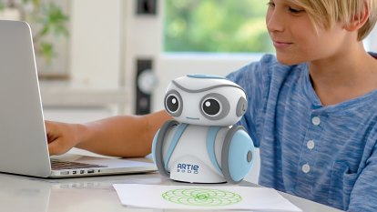 A wonderful, but limited, drawing robot for kids who want to code