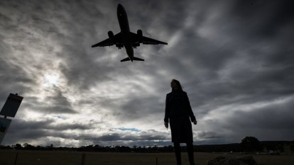 Residents fear 'deafening' noise from third Melbourne Airport runway