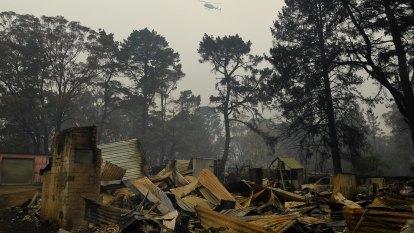 Planning rules 'silent' on major risks, bushfire royal commission hears
