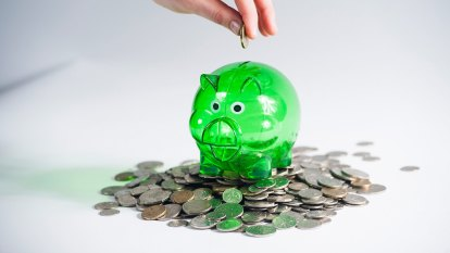 Banks slash savings rates on back of cheap RBA cash