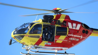 Search to resume for missing man swept off break wall at Coffs Harbour
