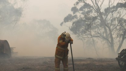Firefighters backburn ahead of dangerous weather forecast for coming days