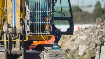 More than 100 West Gate Tunnel workers set to be laid off