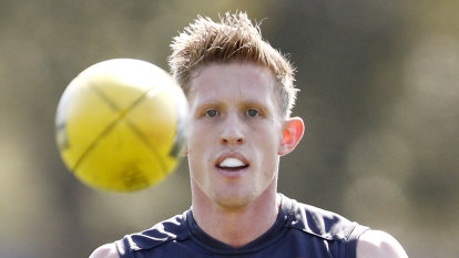 Dees cool on Frost as Hawks loom large