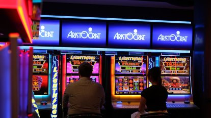 Pokie players, security guard, bartender held at gunpoint in pub