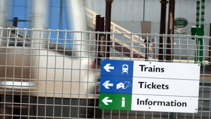 Perth train fares to be capped at $4.90 under a re-elected Mark McGowan