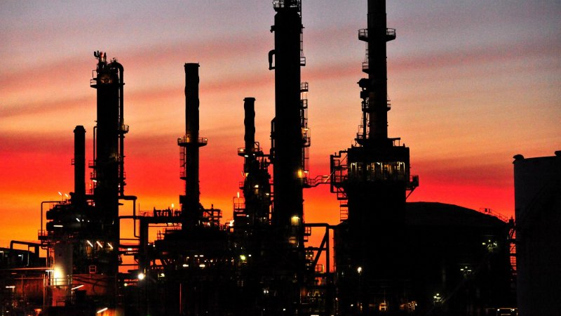 Taxpayers Pay To Stockpile Oil Keep Refineries Going