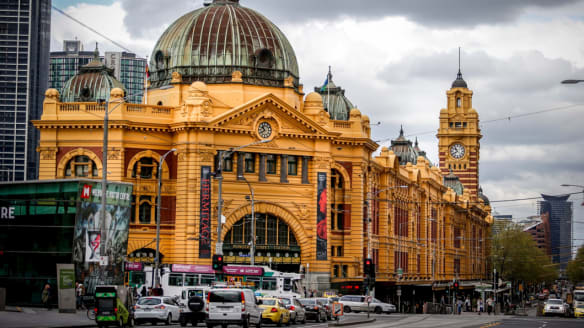 'Add an extra 15 minutes': One lane less on Flinders St until 2022