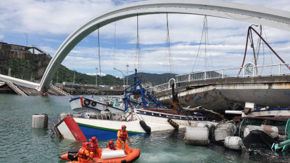Rescue underway following Taiwan Bridge collapse