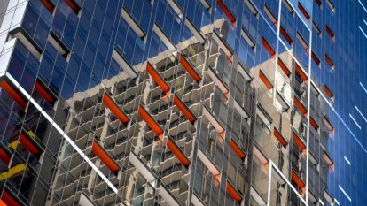 Melbourne high-rise apartment prices lag houses by 50 per cent in some suburbs