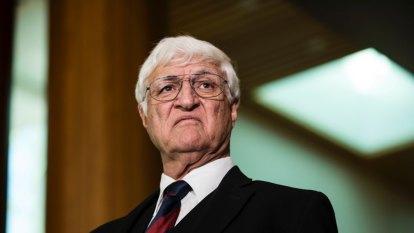 Bob Katter to run CFMEU candidates in marginal Queensland coal seats
