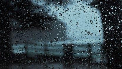 'Bit like winter': Temperatures plummet 10 degrees in an hour in Sydney